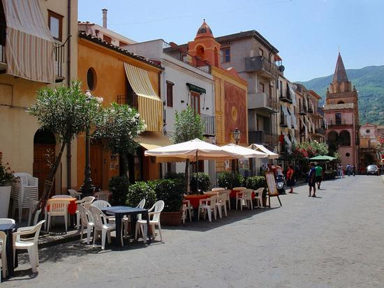 Strada cittadina  - Castelbuono (1015 clic)