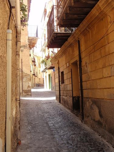 Strada cittadina  - Castelbuono (1060 clic)