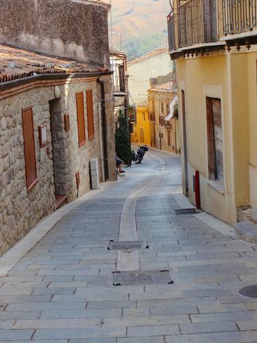 Strada cittadina  - Scillato (969 clic)