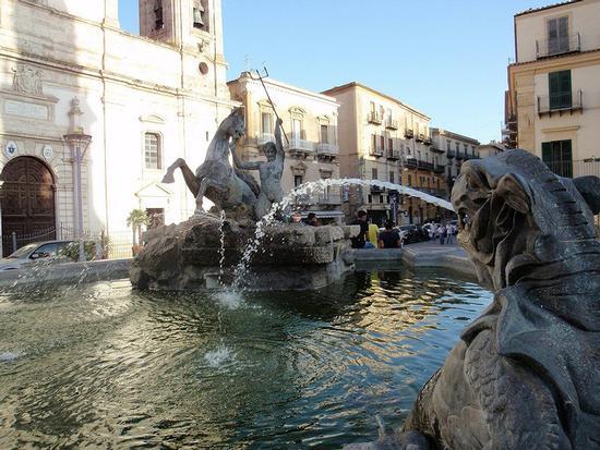 fontana del Tritone     - Caltanissetta (320 clic)