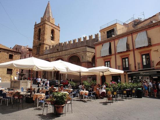 Piazza - Castelbuono (1475 clic)