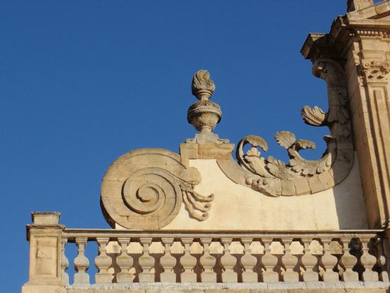 particolare Duomo  - Leonforte (1121 clic)