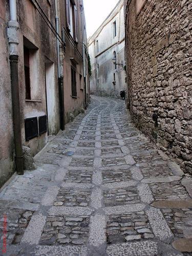 strada cittadina   - Erice (586 clic)