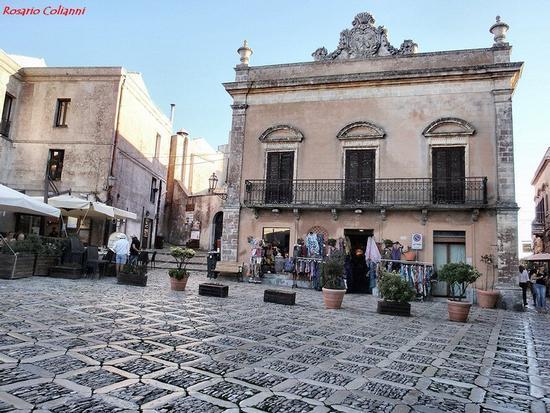 piazza   - Erice (456 clic)