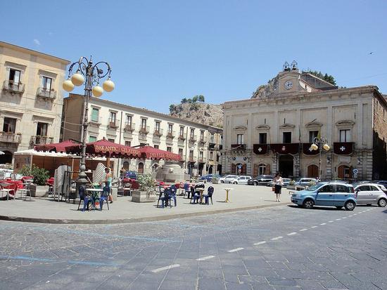 Piazza Garibaldi - Nicosia (143 clic)