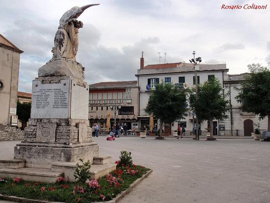 piazza  - Montalbano elicona (265 clic)