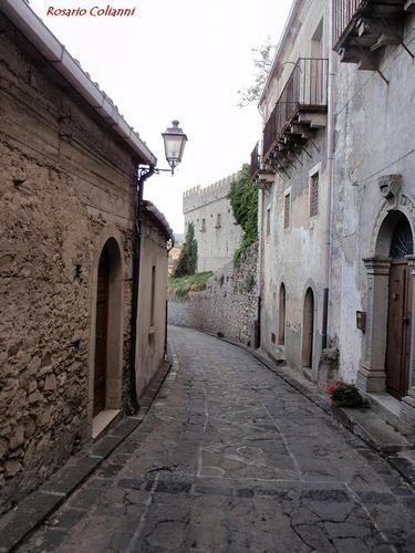 strada cittadina - Montalbano elicona (230 clic)