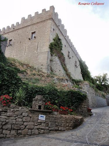 castello - Montalbano elicona (242 clic)