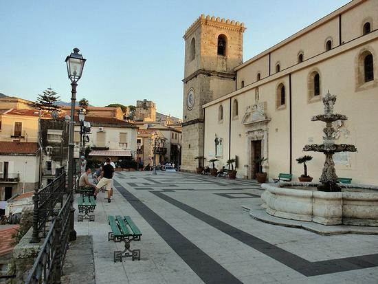 Piazza Vittorio Emanuele III - Piazza Duomo  - Castroreale (91 clic)