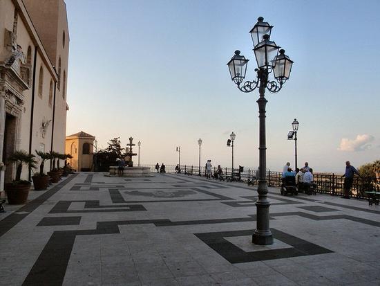 Piazza Duomo - Vittorio Emanuele III   - Castroreale (66 clic)