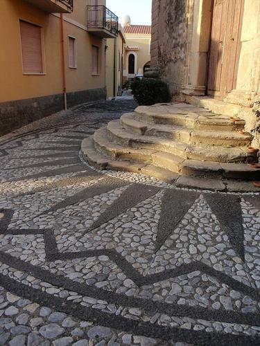 pavimentazione e scalinata chiesa  - Castroreale (81 clic)