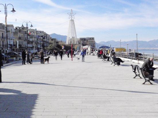 Piazza -Lungomare       - Aspra (1602 clic)