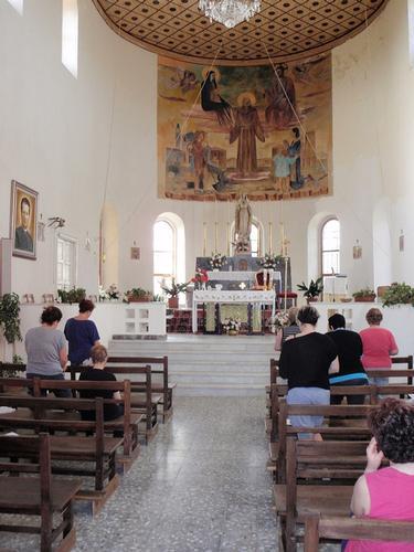 Interno chiesa  - Borgo cascino (226 clic)