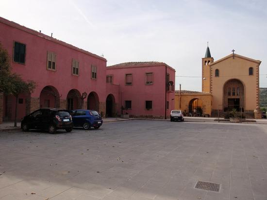 piazza e chiesa - Borgo cascino (256 clic)