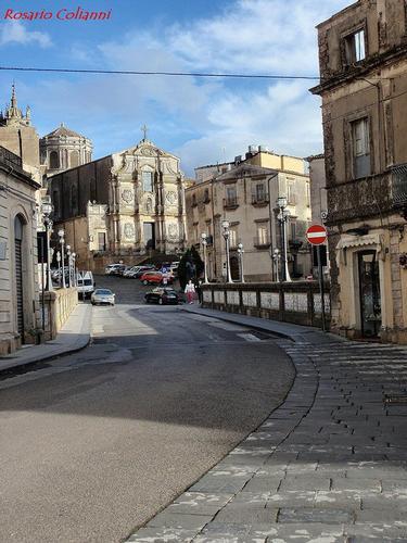 strada cittadina  - Caltagirone (330 clic)