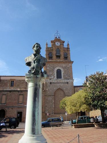 statua Filippo Cordova e Torre Adelisia  - Aidone (343 clic)