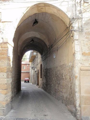 strada cittadina - Aidone (518 clic)