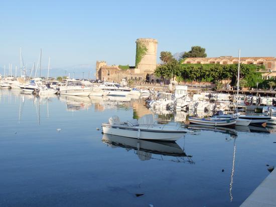 IL Castello e le barche di SAN NICOLA  - San nicola l'arena (3500 clic)