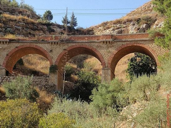 ponte ferroviario  - Assoro (323 clic)