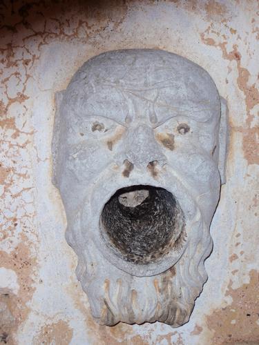 Villa Palagonia - Faccia di Mostro ai lati del portone - Bagheria (2712 clic)