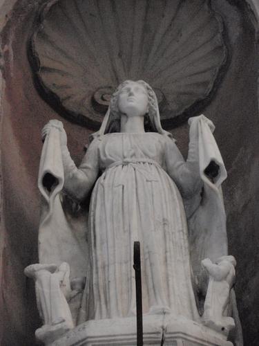 Madonna posta sopra il portale della Chiesa del Carmelo  - Milazzo (1410 clic)