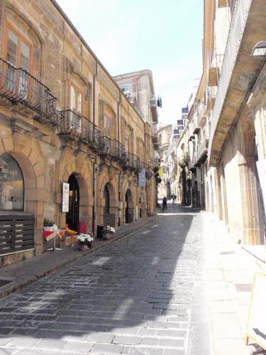 strada centro storico - Piazza armerina (1063 clic)