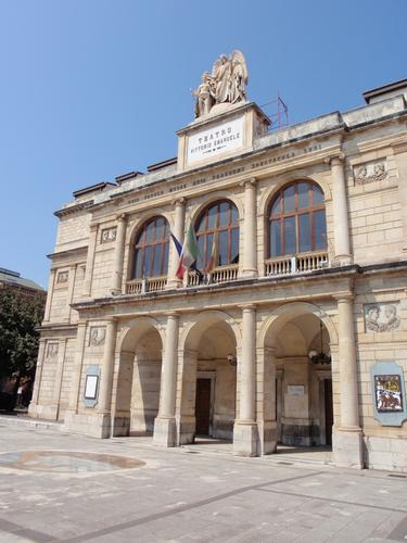 Il Teatro  - Messina (1381 clic)