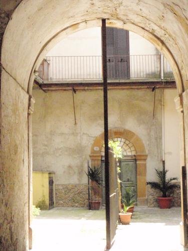 Cortile Piazzese - Piazza armerina (852 clic)