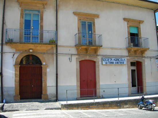 Antico e Famoso Circolo Ricreativo - Calascibetta (3063 clic)