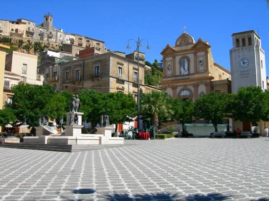 La bella Piazza xibetana - Calascibetta (5892 clic)