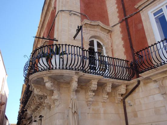 Bella balconata - Siracusa (2281 clic)