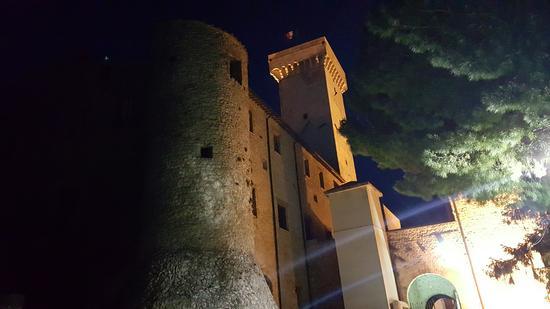 Castello Savelli - Palombara Sabina (RM) (666 clic)