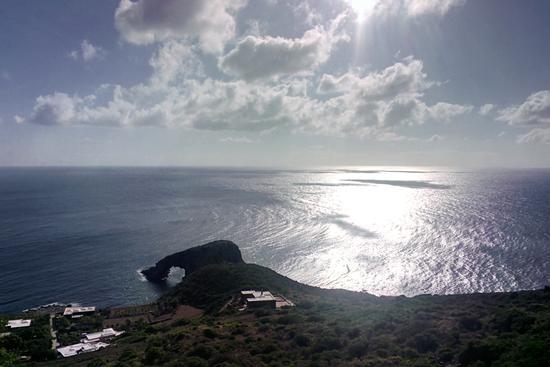 Pantelleria dal GOOGLE GLASS3-ARCO ELEFANTE - PANTELLERIA - inserita il 13-Oct-15