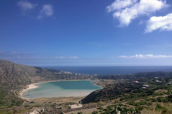 Pantelleria dal GOOGLE GLASS9-LAGO SPECCHIO DI VENERE (1107 clic)