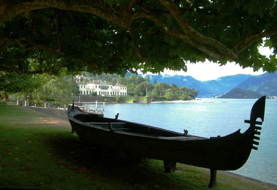gondola a Villa Melzi - BELLAGIO - inserita il 05-Oct-15