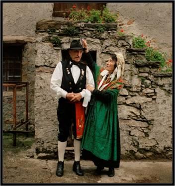 Ugo Piton e la Nina nel ricetto di Castel del bosco - Roure (2175 clic)