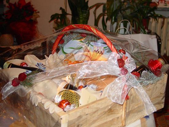 Cesto di Natale in legno con prodotti tipici Artigianale  - Roure (2876 clic)