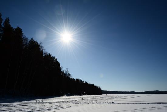FInlandia, Mezzogiorno su lago ghiacciato (225 clic)