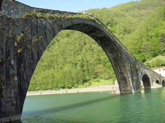 Ponte della Maddalena detto anche Ponte del Diavolo - Borgo a mozzano (480 clic)