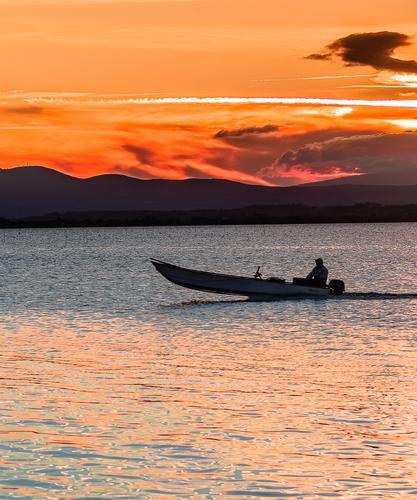 Pescatore al tramonto - PASSIGNANO SUL TRASIMENO - inserita il 11-Jul-16