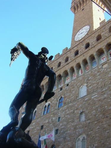 ..tragedia a Firenze...Perseo e la Medusa di Cellini (5484 clic)