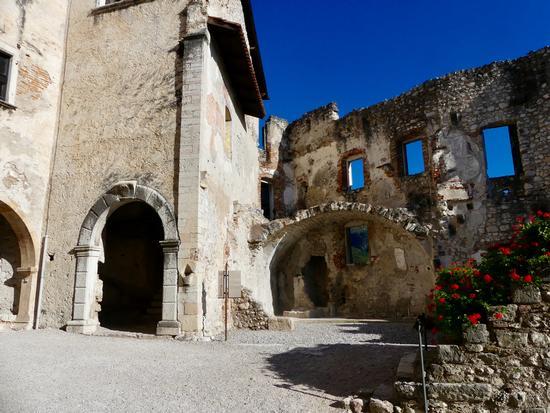 Interno a Castel Beseno - Besenello (395 clic)