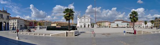 Palmanova, la piazza grande - Palmanova - inserita il 27-Dec-17