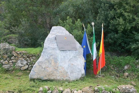 Cippo commemorativo Caduti di Nasiriyya - Riserva naturale capo gallo (2555 clic)