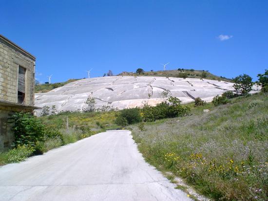 Cretto di Burri e pale eoliche - Gibellina (2761 clic)