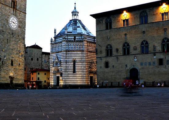piazza Duomo - Pistoia (2591 clic)
