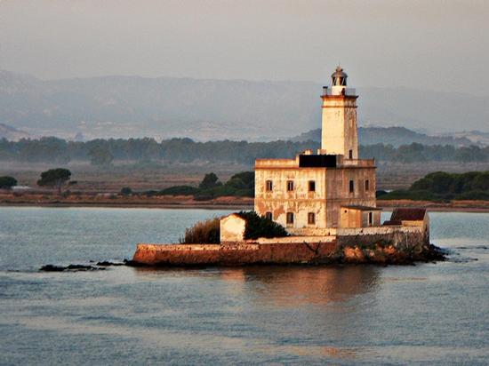 il faro isola - OLBIA - inserita il 22-Feb-12