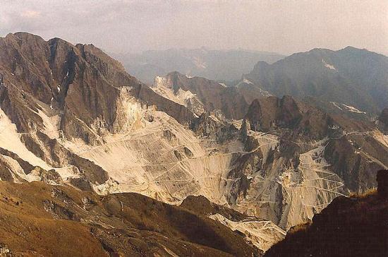 cave di marmo sull'Apuane - Alpi apuane (2925 clic)
