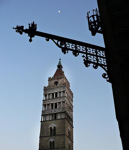 particolari di piazza Duomo di Pistoia (2510 clic)