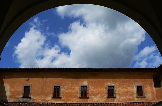 contrasto al chiostro - Pistoia (2803 clic)
